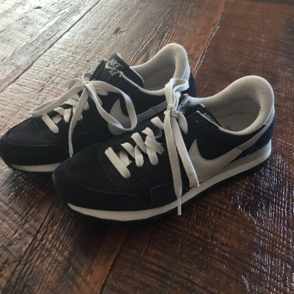 Nike Shoes   Old School Style Nikes